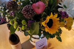 Blomster og vin fra familien Holm